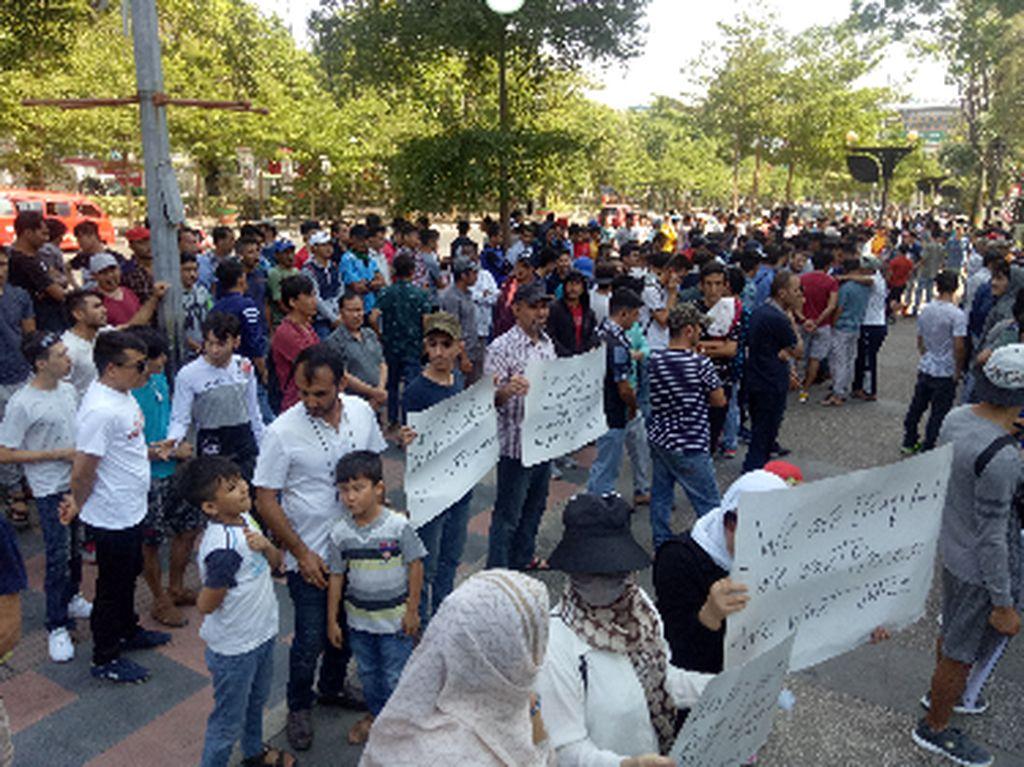 Ratusan Imigran Gelap Demo Kantor Badan PBB di Makassar