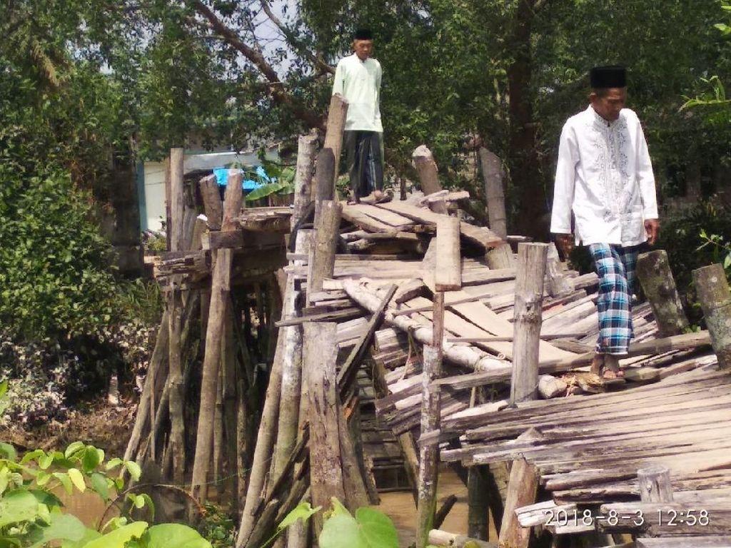 Melihat Jembatan Lapuk di Riau yang Jadi Akses Utama Warga