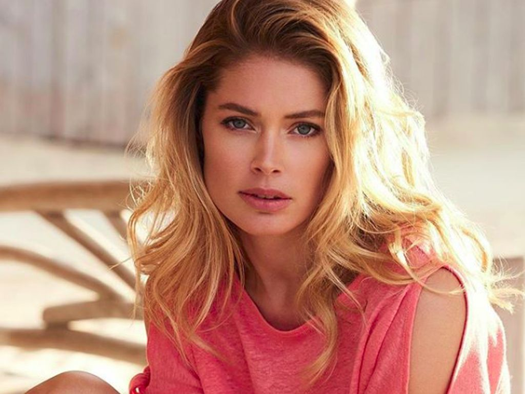 Model Victorias Secret Dikritik, Sebut Terima Kasih pada Virus Corona