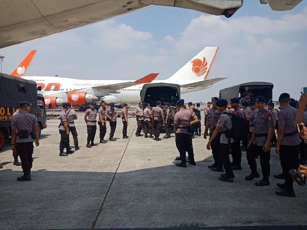 Polri Kirim 215 Brimob Bantu Evakuasi Korban Gempa Lombok