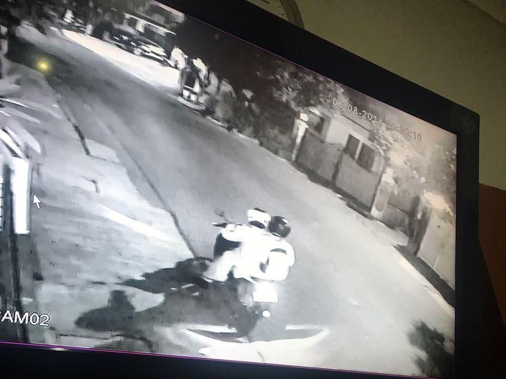 Foto: Potongan CCTV yang Rekam 2 Pelempar Molotov di Rumah Kapitra
