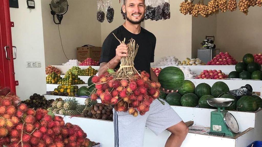 Sosok Tampan Raphael Maitimo, Pesepakbola Indonesia yang Hobi Makan Buah