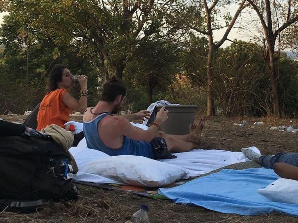 Malam Ini, Turis yang Bertahan di Gili Trawangan Gelar Tikar