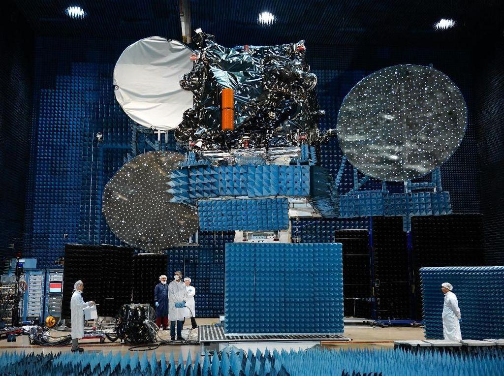 Melihat Lebih Dekat Satelit Merah Putih Berbobot 5,8 Ton