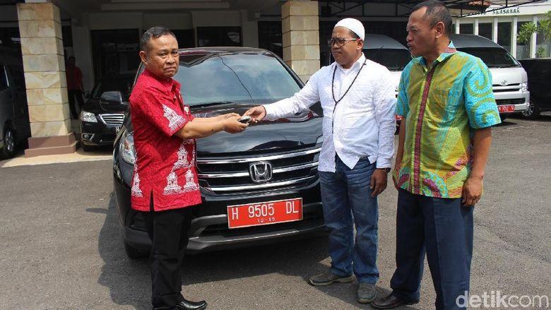 Nyebrang Partai, Wakil Ketua DPRD Kab Semarang Kembalikan Mobdin