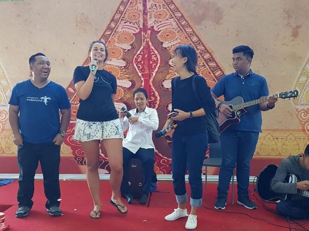 Live Music Cairkan Suasana di Bandara Lombok Pasca Gempa