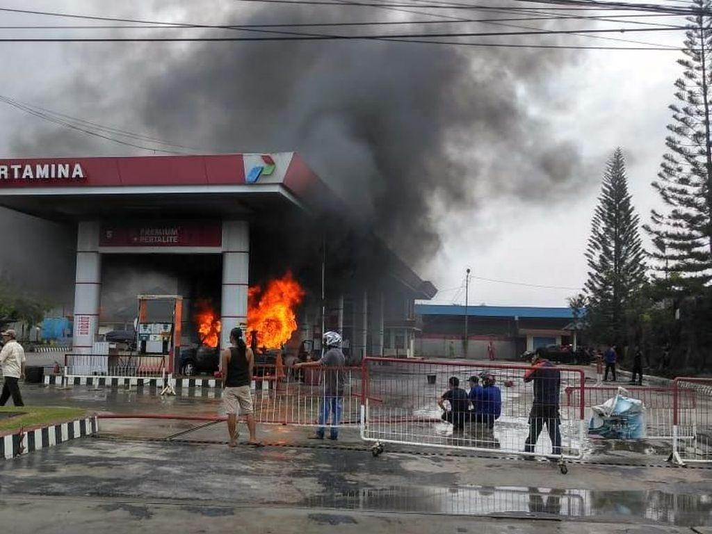 Mobil Terbakar Saat Isi Bensin di Pangkalpinang, 2 Orang Terluka