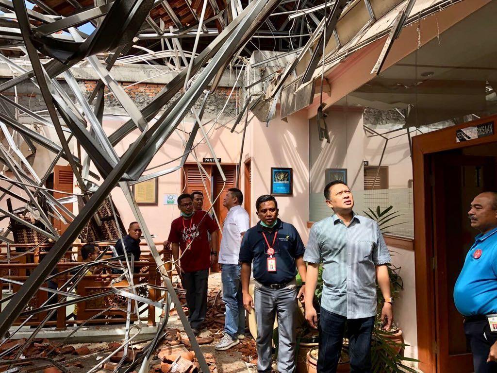 Ketua DPR Sambangi Kantor Pajak Denpasar yang Rusak karena Gempa