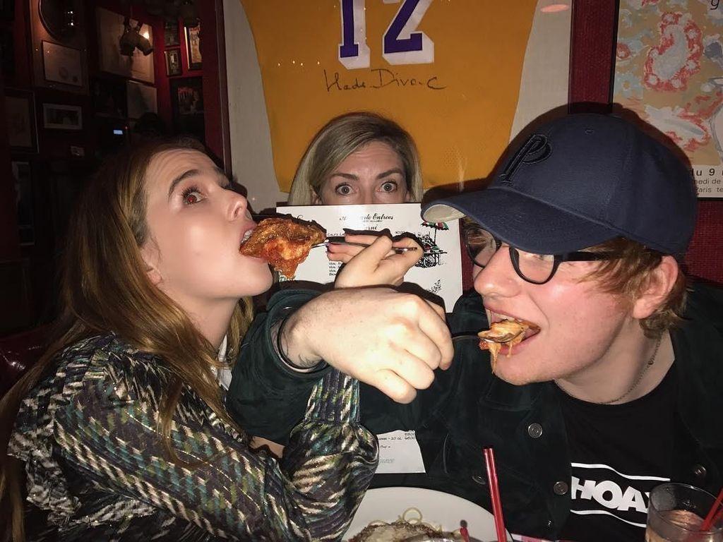 Ed Sheeran Suka Bikin Pizza hingga Meme Kocak Soal Beda Harga Makanan