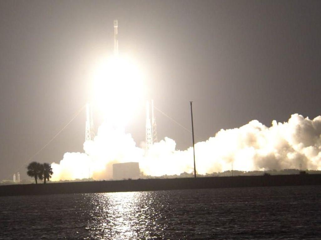 Perjalanan Satelit Merah Putih Meluncur ke Angkasa