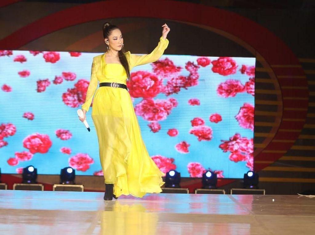 Foto Bareng Siwon SuJu, Bunga Citra Lestari Sukses Bikin Iri