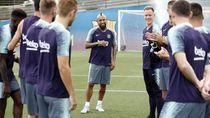 Video: Begini Cara Pemain Barcelona Sambut Vidal