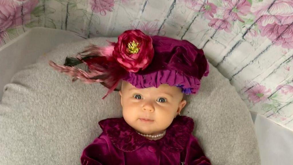 Cute Alert! 10 Potret Bayi yang Didandani Jadi Wanita Inspiratif Dunia
