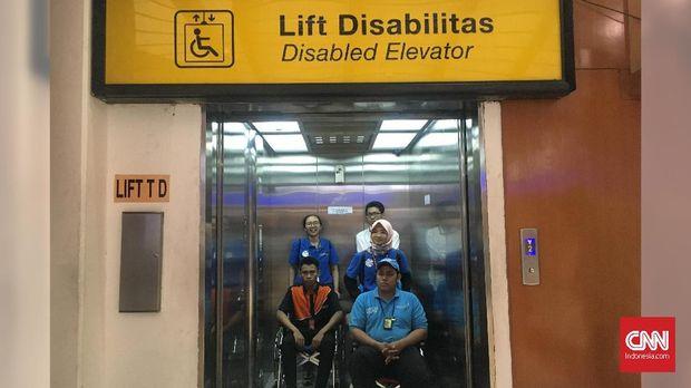 Pihak Bandara Soekarno-Hatta menyiapkan dua rencana dalam kedatangan dan keberangkatan atlet dengan kursi roda.