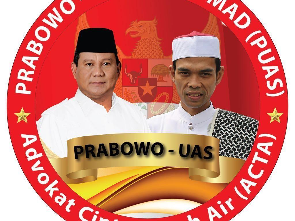 Foto: ACTA Pamer Poster Prabowo-Ustaz Abdul Somad