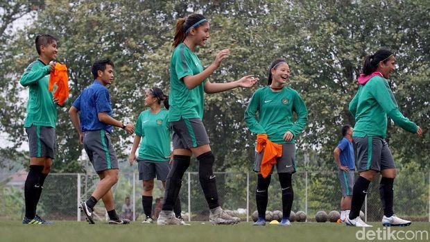 Dhanielle Dhapne di Timnas sepakbola putri berlatih menjelang Asian Games 2018.