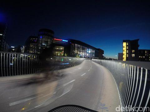 Jalan layang khusus sepeda di Kota Kopenhagen.