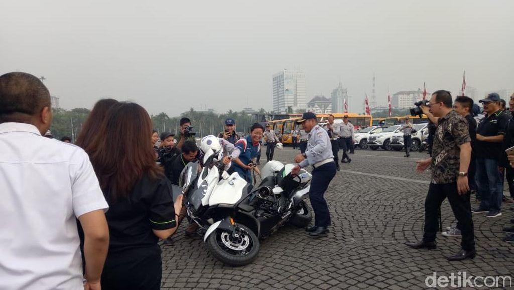 Foto: Saat Moge Dishub yang Dikendarai Anies Jatuh