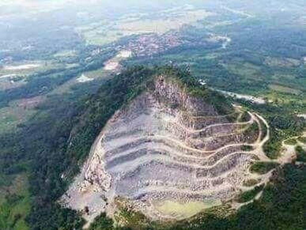 Ngerinya Gunung di Karawang yang Nyaris Habis Ditambang