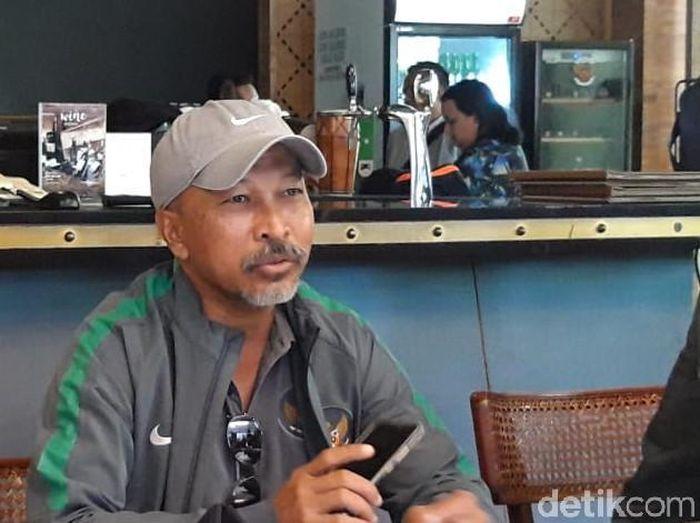 Pelatih Timnas Indonesia U-18, Fakhri Husaini, ingin tim asuhannya tak over semangat dan mengontrol emosi saat melawan Malaysia di Piala AFF U-18 2019. (Foto: Hilda Meilisa Rinanda/detikcom)