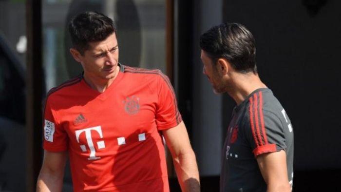 Robert Lewandowski akan bertahan di Bayern Munich. (Foto: Christof Stache/AFP Photo)