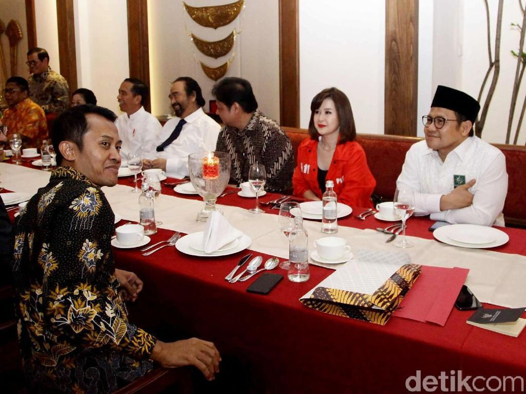 Senyum Koalisi Jokowi Teken Dokumen Capres-Cawapres