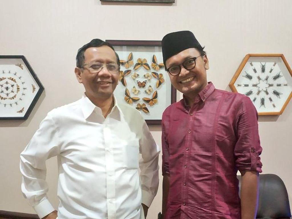 Jadi Cawapres Jokowi, Mahfud Md Jahit Kemeja Putih