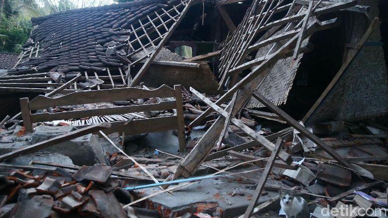 Mendikbud: Guru Korban Gempa Lombok akan Dapat Uang Kaget