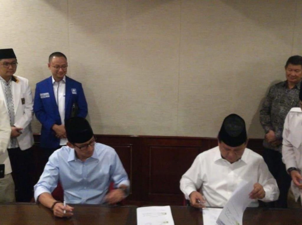 Foto Penandatanganan Berkas Pencapresan Prabowo-Sandiaga