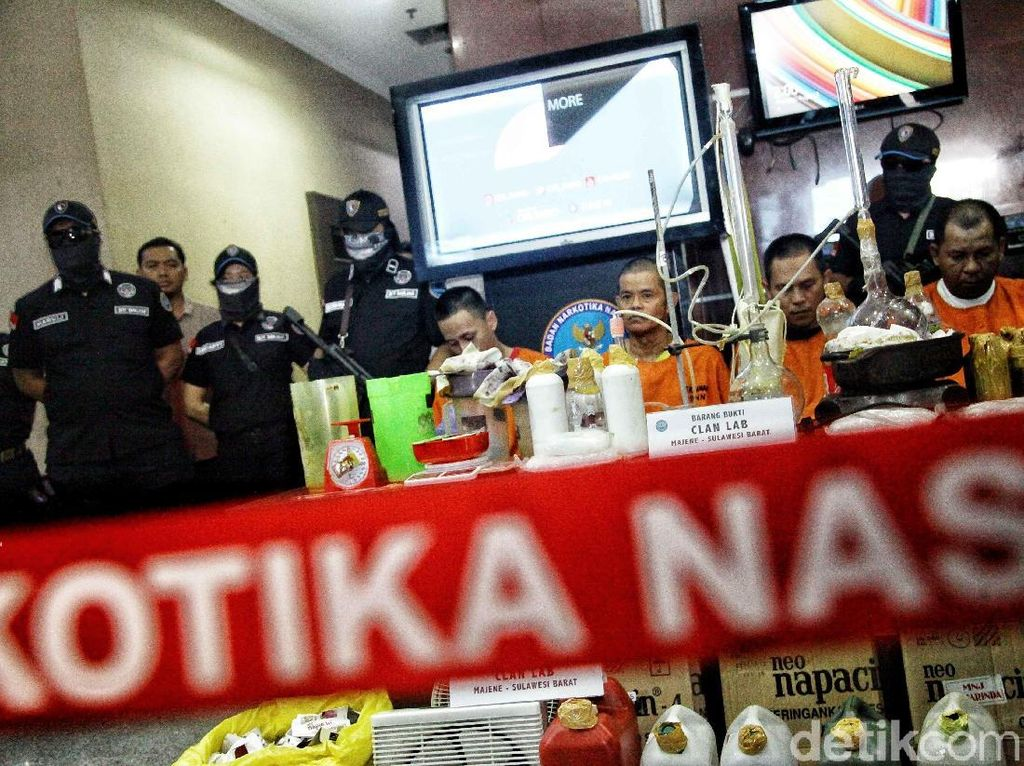 BNN Gelar Barbuk Penggerebekan Pabrik Sabu di Majene