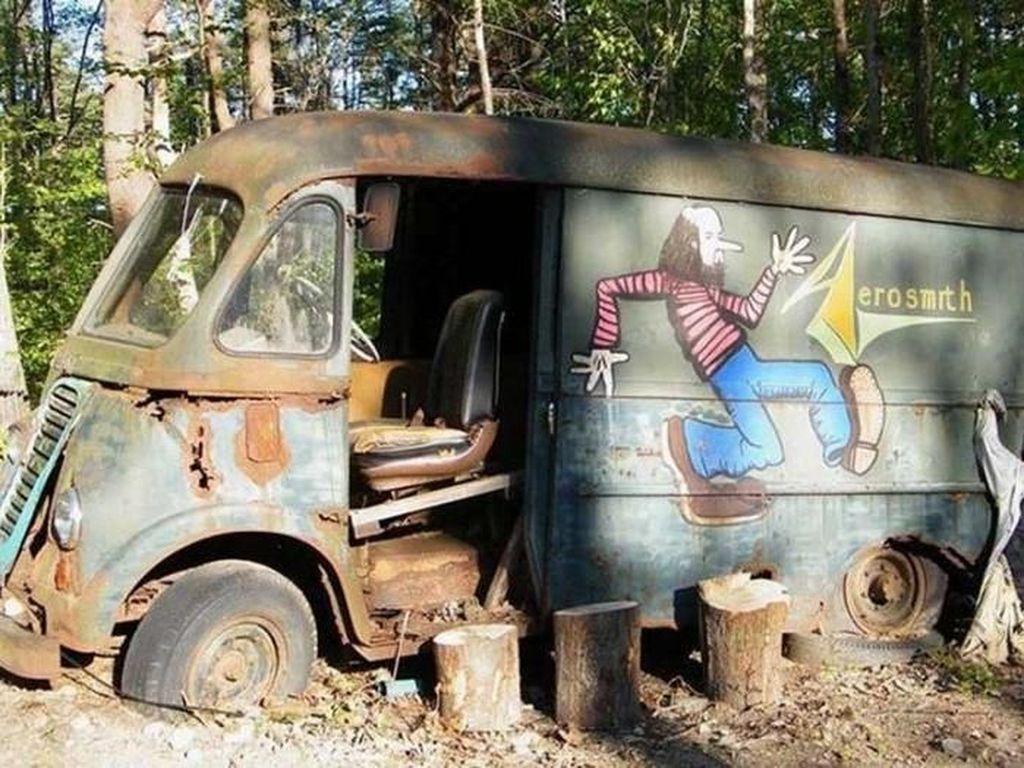 Mantan Personel Pastikan Van yang Ditemukan di Hutan Milik Aerosmith
