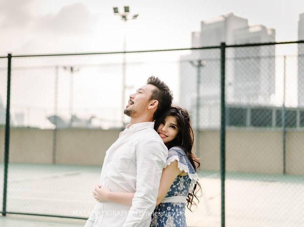 Mesranya! Foto Prewedding Outdoor Ala Dita Soedarjo dan Denny Sumargo