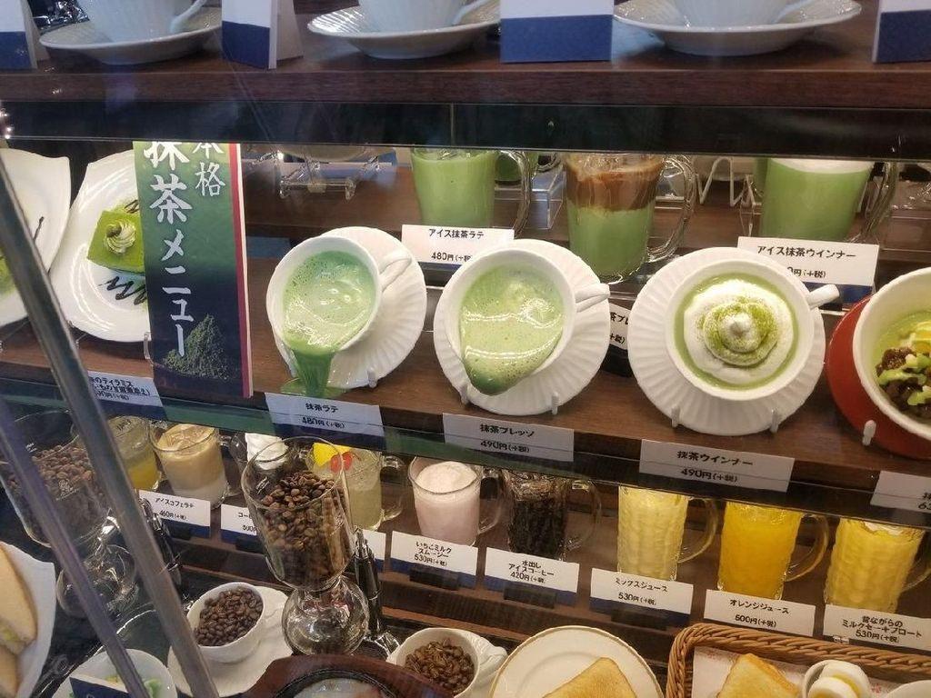Panasnya Udara di Jepang Membuat Display Makanan Plastik Meleleh