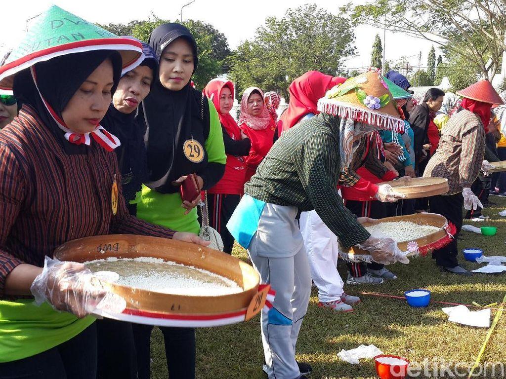 Lomba Agustusan di Kota Ini Ajak Ibu-Ibu Olah Bahan Baku Nasi Tiwul