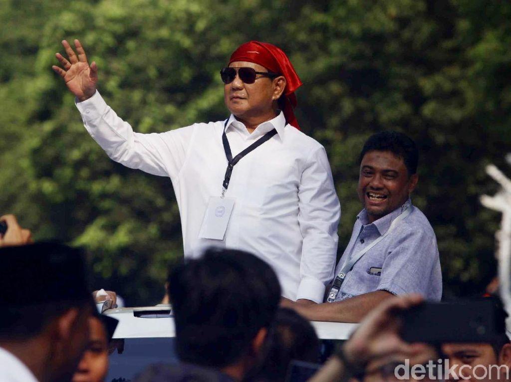 Pakai Bandana Merah, Prabowo Orasi Berapi-api