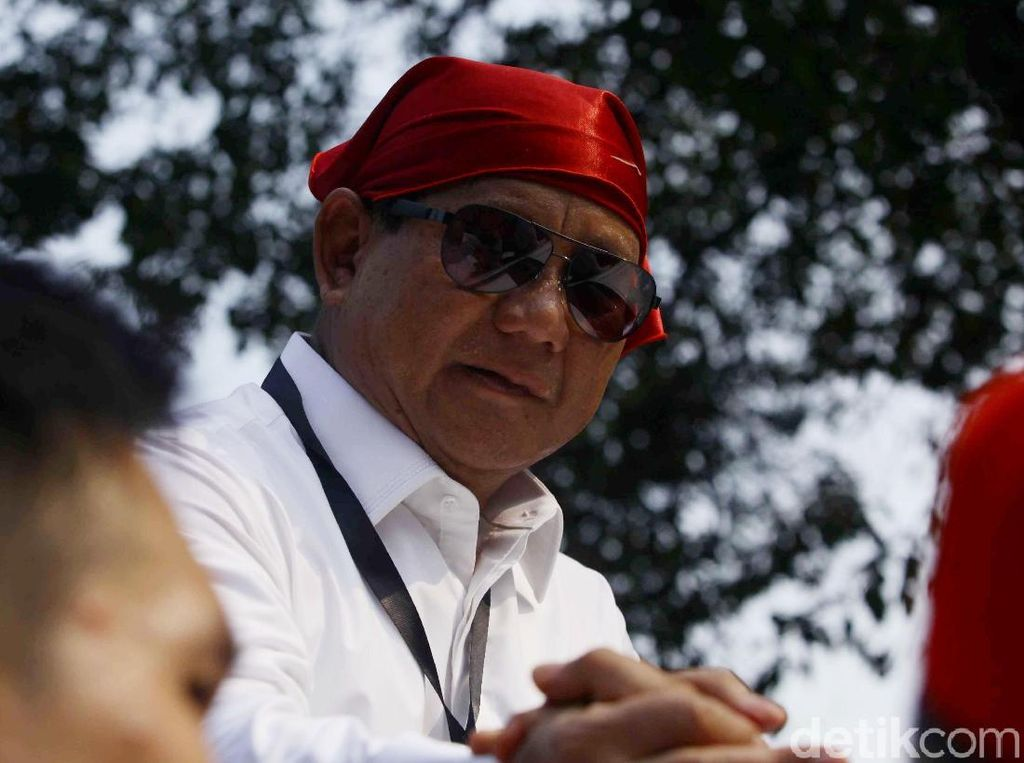 Gaya Prabowo Joget di Atas Mobil Diiringi Lagi Syantik