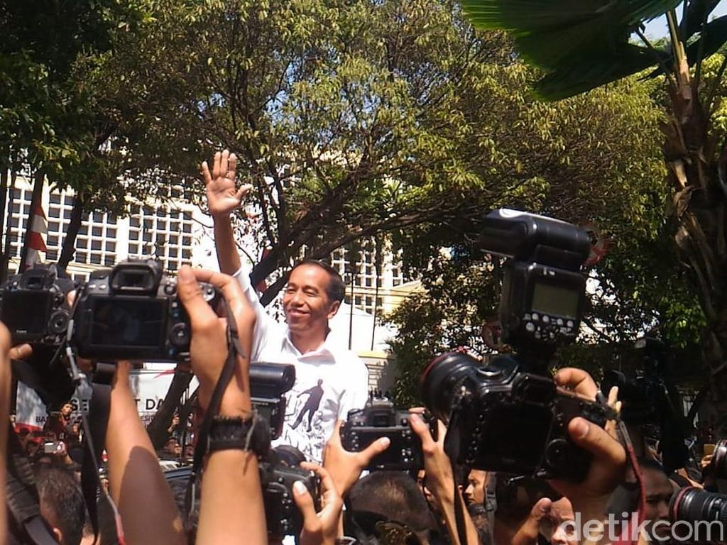 Jokowi ke Relawan: Mari Hijrah dari Marah-marah ke Sabar