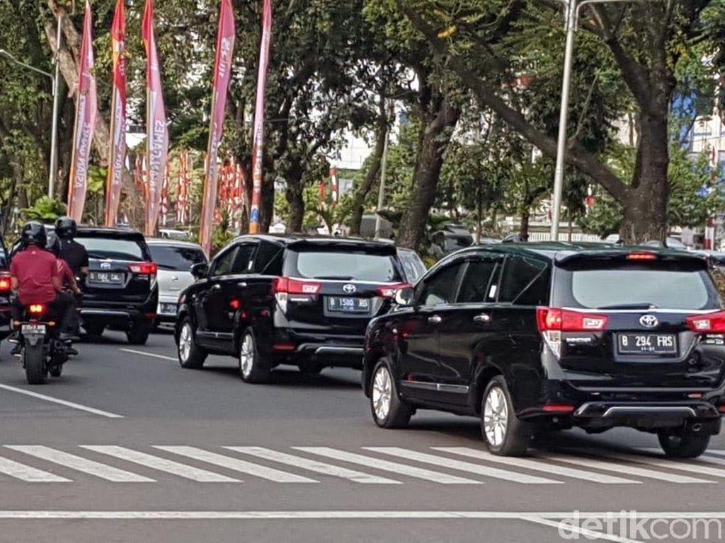Bukan Mercy S-Class, Innova Antar Jokowi dan Maruf Daftar Capres