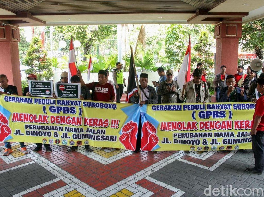 Demo Tolak Perubahan Nama Dua Jalan di Surabaya Terus Berlanjut
