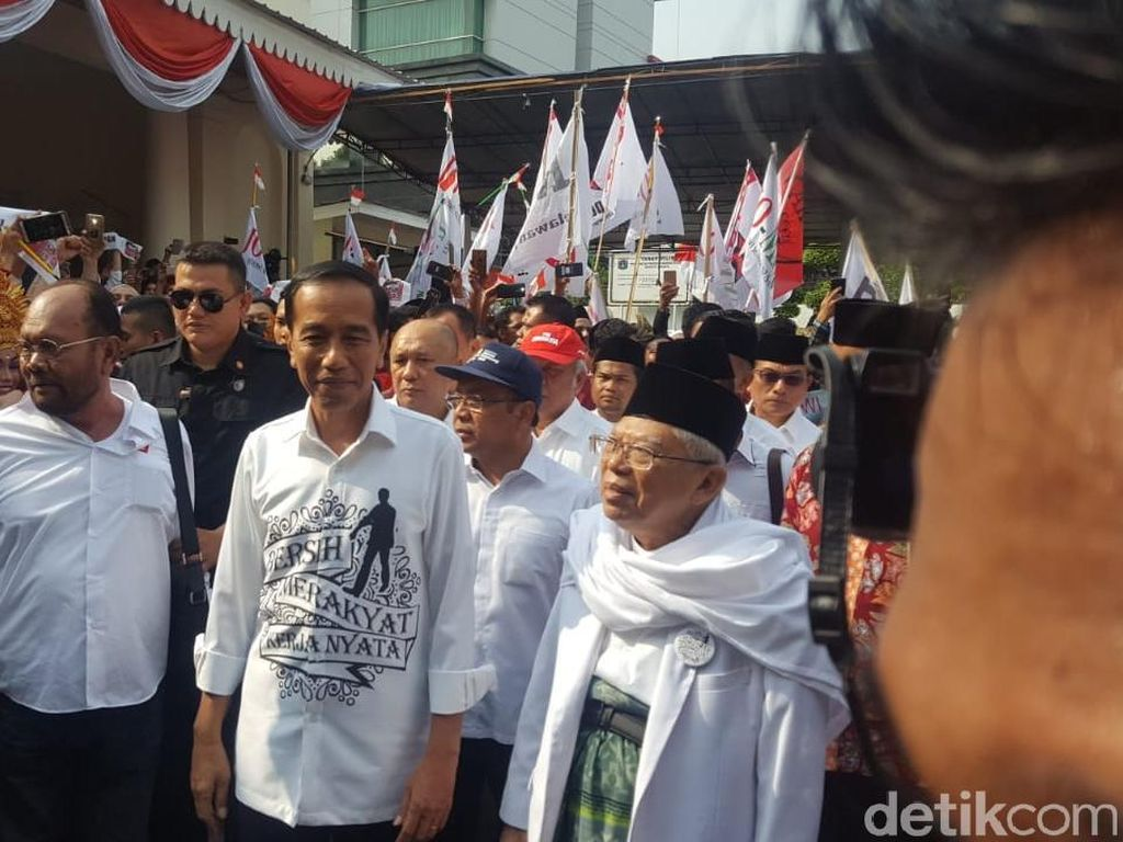 Lihat Kemeja Putih Bercorak Jokowi Saat Daftar Nyapres