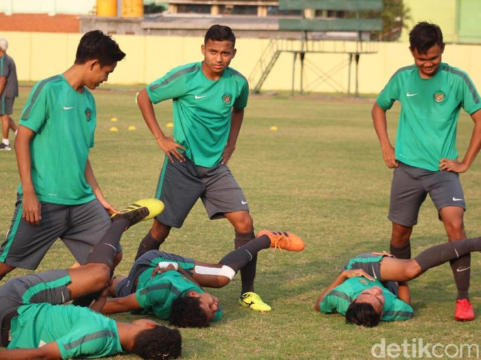 Timnas Indonesia U-19 berlatih jelang menghadapi Thailand di final Piala AFF U-16 (Suparno/detikSport)