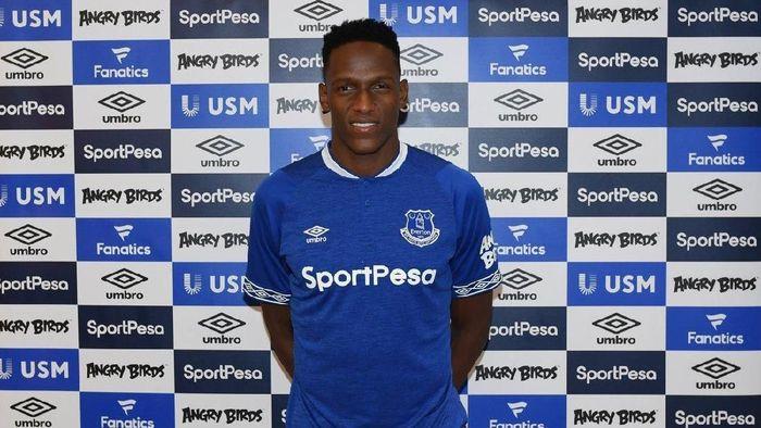 1. Yerry Mina. Everton mendatangkan Mina dari Barcelona di hari terakhir penutupan bursa transfer. Bek asal Kolombia itu dibeli seharga Rp 27,23 juta pound sterling atau sekitar Rp 504 miliar.
