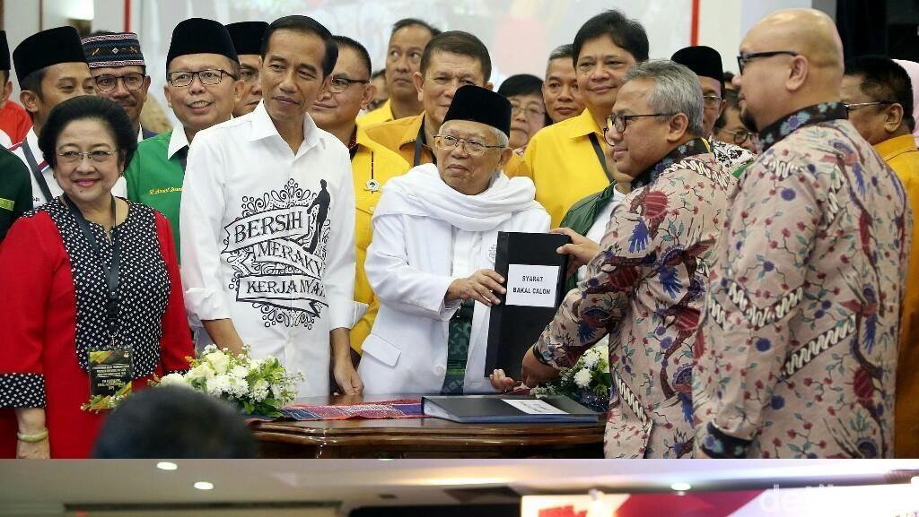 Gaya Jokowi-Maruf Amin vs Prabowo-Sandiaga di KPU