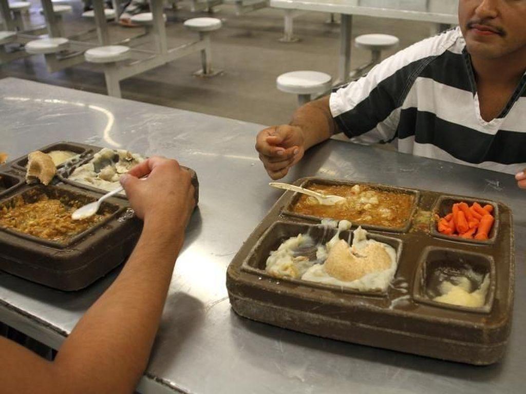 5 Makanan Unik di Penjara, Mie Instan hingga Hasil Masakan Sendiri