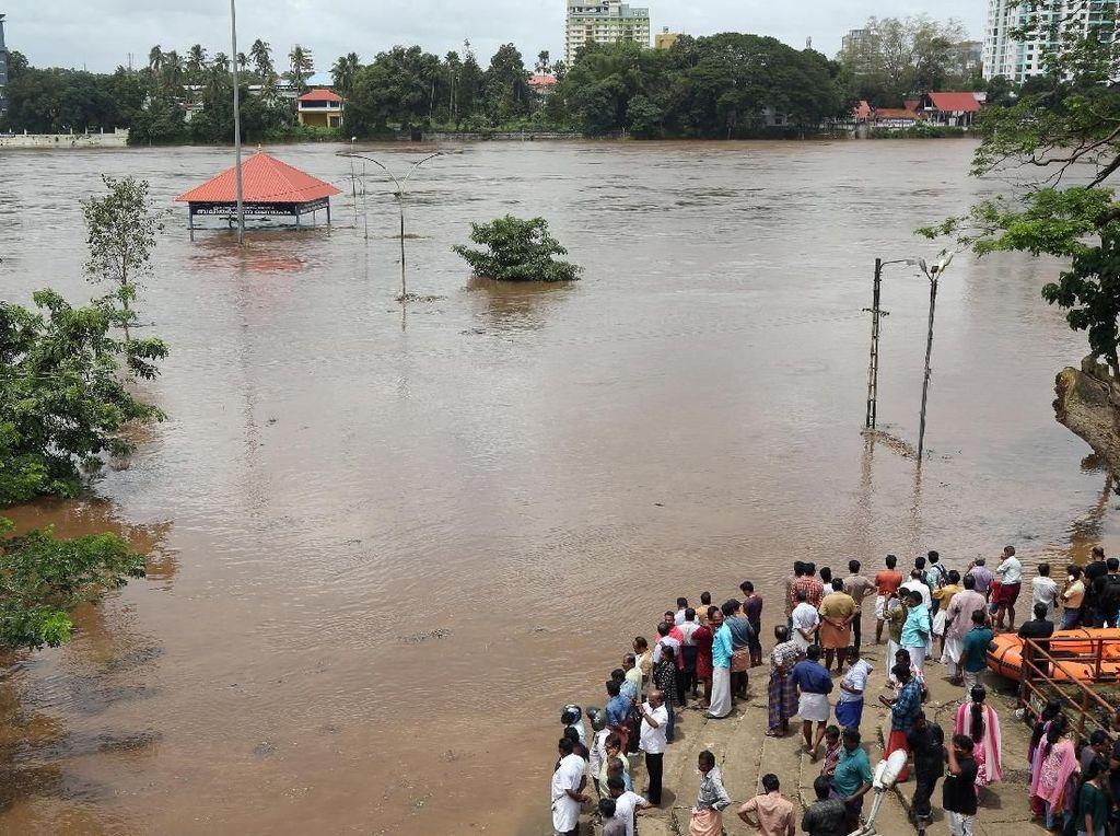 Banjir di India Tewaskan 27 Orang, AS Imbau Warganya Waspada