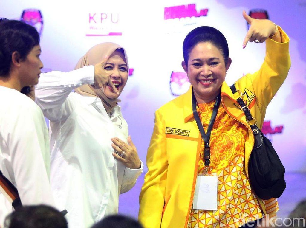 Akrabnya Titiek Soeharto dan Istri Sandiaga Uno di KPU
