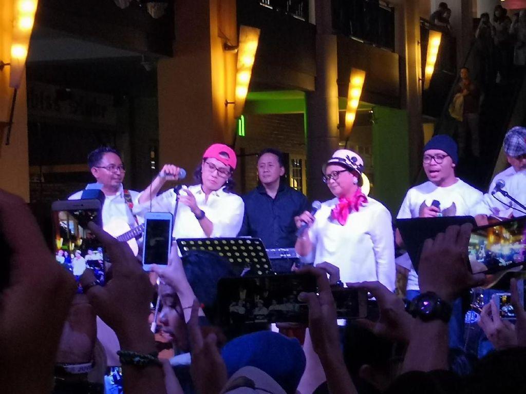 Rossa Salut Elek Yo Band Meriahkan Konser Kemanusiaan untuk Lombok