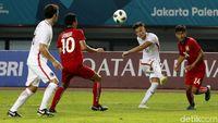 Laga Perdana Sepakbola Asian Games, Hong Kong Libas Laos