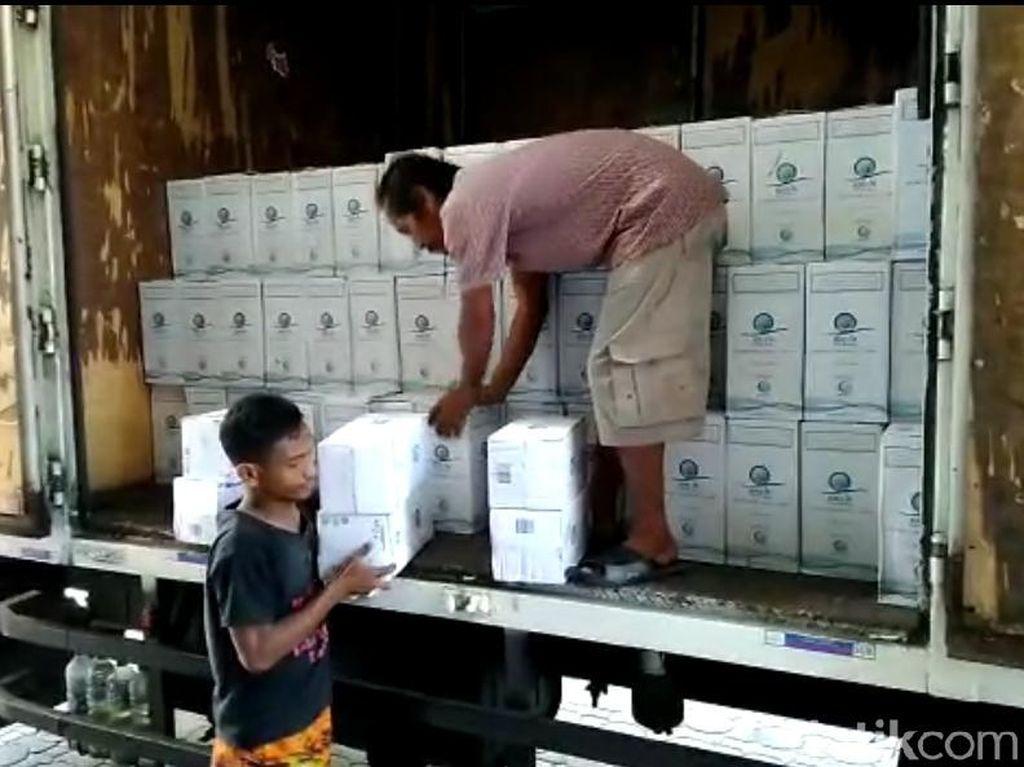 Air Zam-Zam Tiba di Asrama Haji Surabaya, Setiap Jemaah Dapat 5 Liter