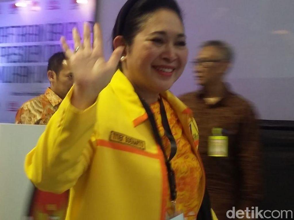 Semringah, Titiek Soeharto Dampingi Prabowo Daftar Capres ke KPU